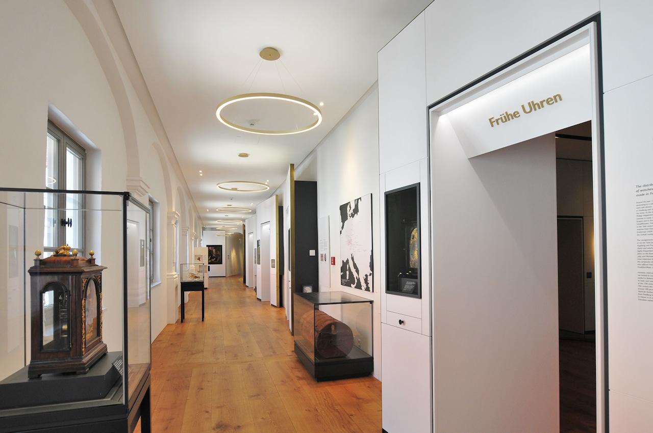 Blick in den Wandelgang, der die einzelnen Museumsräume miteinander verbindet